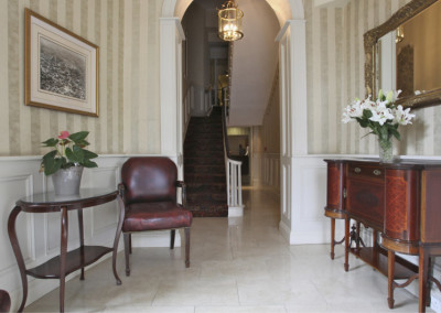 western-hotel-lobby